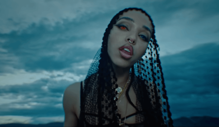 Five on it: FKA twigs is out here being a literal goddess